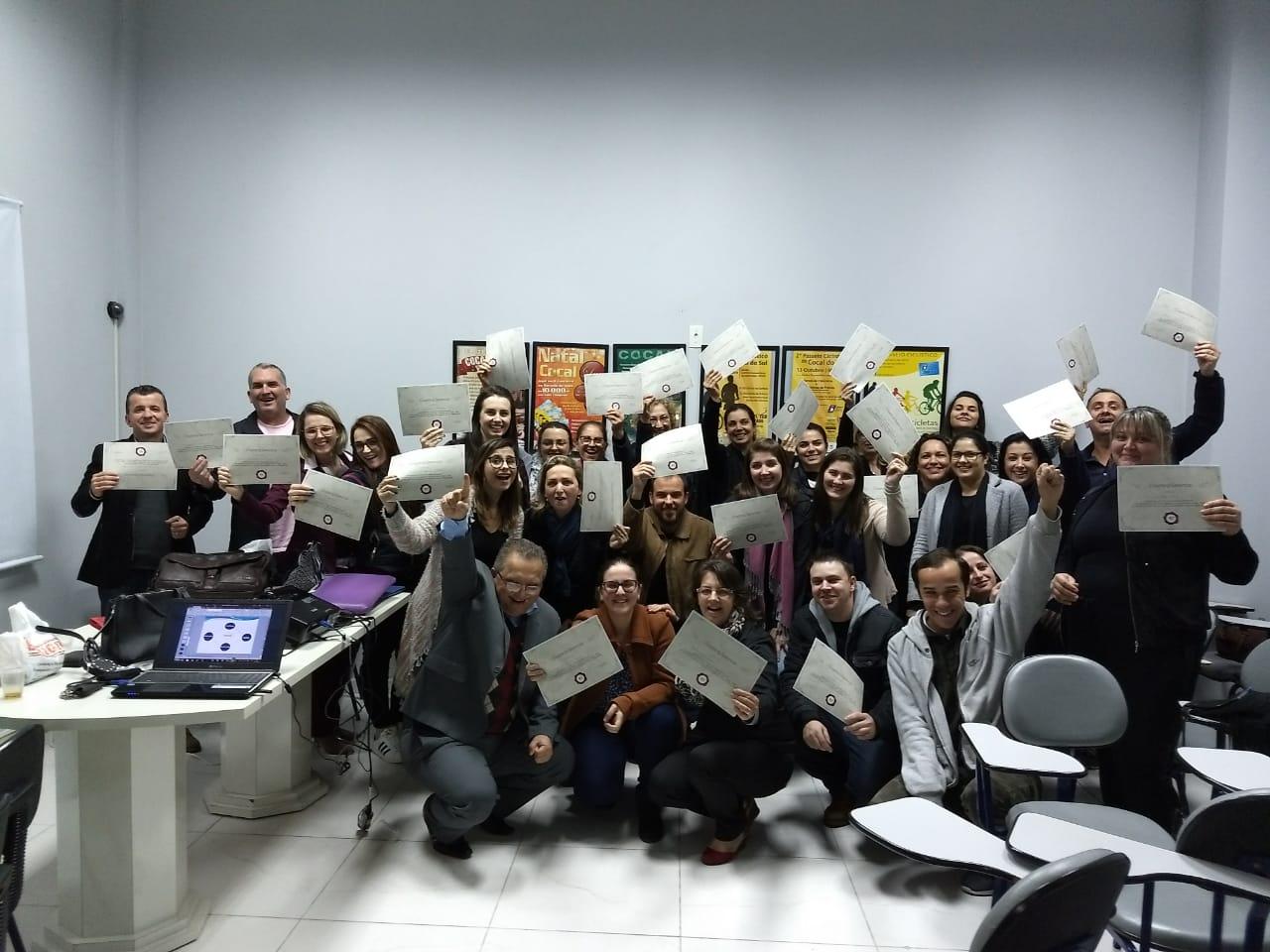 Participantes do Curso de Coaching Gerencial recebem certificados
